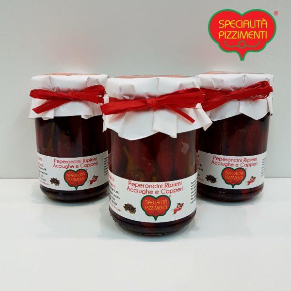 Peperoncini piccanti ripieni con acciughe e capperi -0