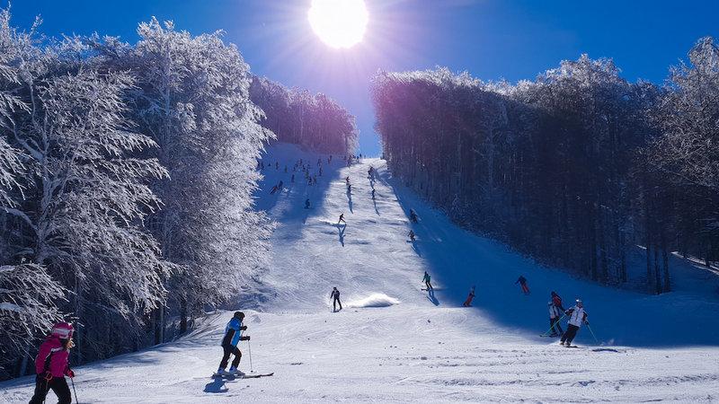 Fine settimana di neve e sole a Gambarie: migliaia di turisti sulle piste da sci
