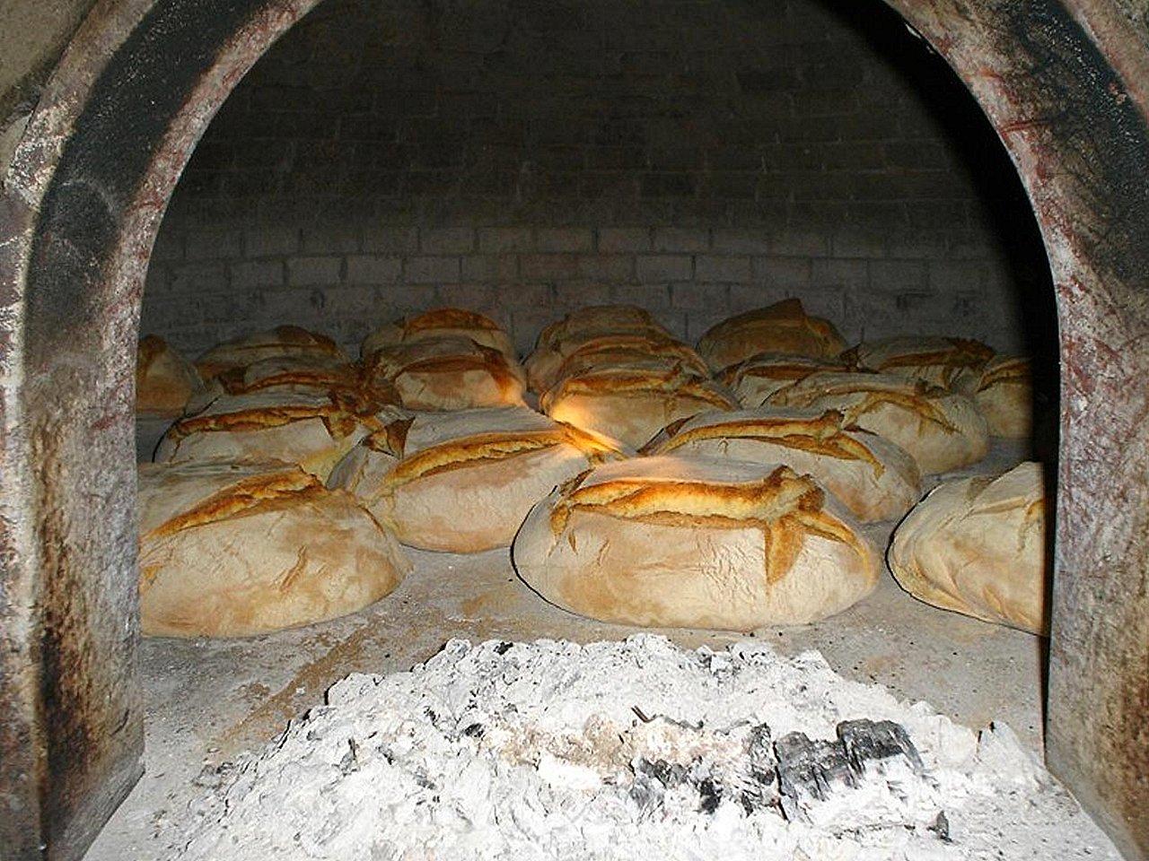 Pane di grano casereccio calabrese cotto nel forno a legna