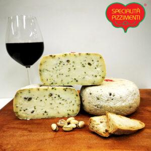 formaggio-pecorino-al-pistacchio-trancio